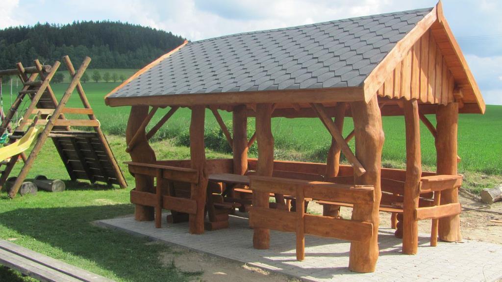 Eleganckie Drewniane Altany Ogrodowe Nieruchomości